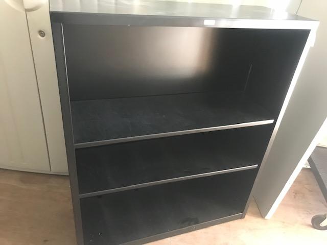 Black metal bookshelf 1.5ftx34inx41in