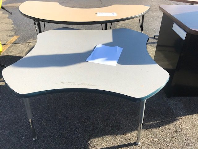 Clover table 3ftx3ftx23in